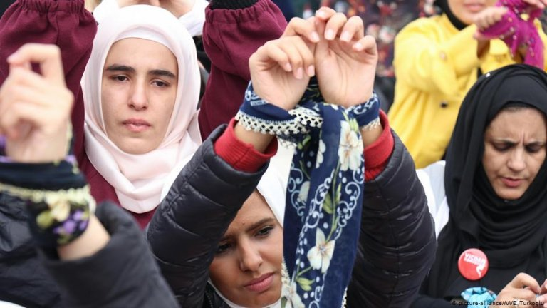 Women in Turkey protest to draw attention to those languishing in Syrian prisons | Photo: Picture-alliance/AA/E.Turkoglu