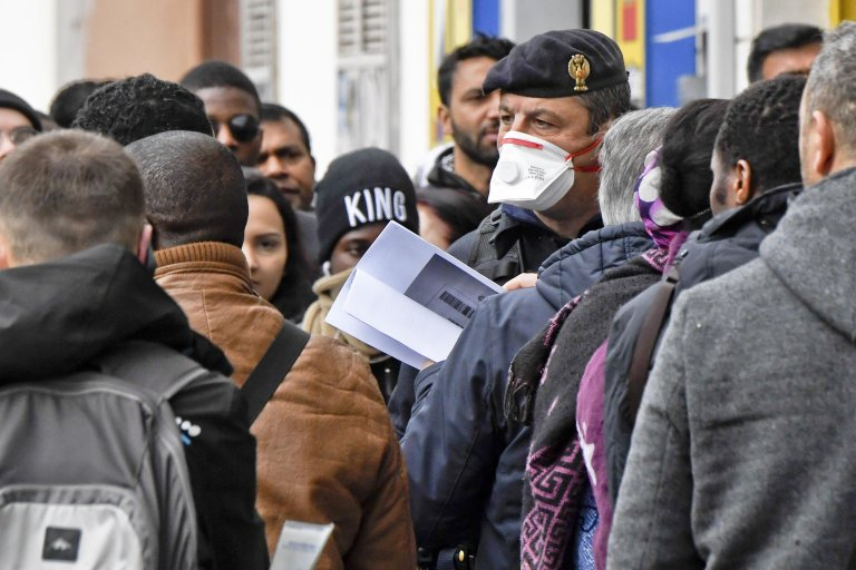 Police officers, employees and immigrants at the office for foreigners of police headquarters in Naples wearing masks and gloves against codivirus on February 24, 2020   Photo: ANSA/Ciro Fusco