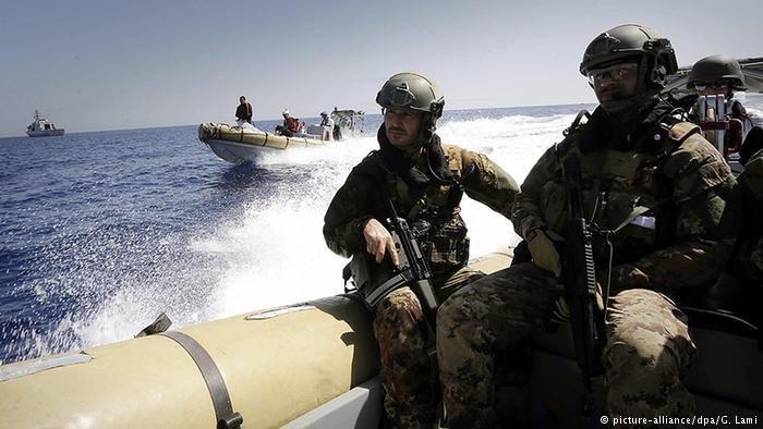 هدف اصلی عملیات دریایی سوفیا که در سال ٢٠١٥ راه ندازی شد مبارزه علیه شبکههای قاچاقبران انسان و اعمال تحریمهای تسلیحاتی علیه لیبیا بود. عکس از پیکچر الیانس