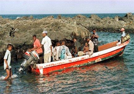 AFP/Alexander Joe |C'est à bord d'un kwassa-kwassa, une barque traditionnelle que les candidats au départ tentent leur chance pour rejoindre Mayotte (photo d'illustration).