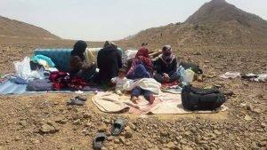 صورة من الأرشيف لسوريين كانوا عالقين على الحدود المغربية الجزائرية