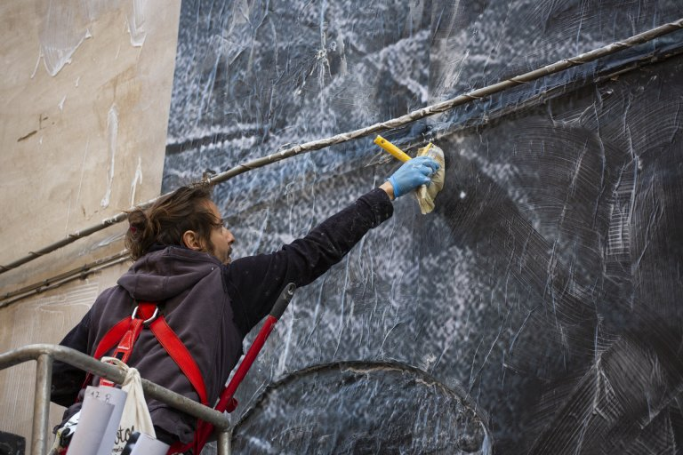 Photographer Alessandro Tricarico at work | Source: Alessandro Tricarico's website – https://www.alessandrotricarico.com