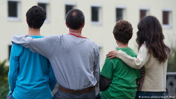 From file: A family in Germany   Photo: Picture-alliance/dpa/P. Pleul