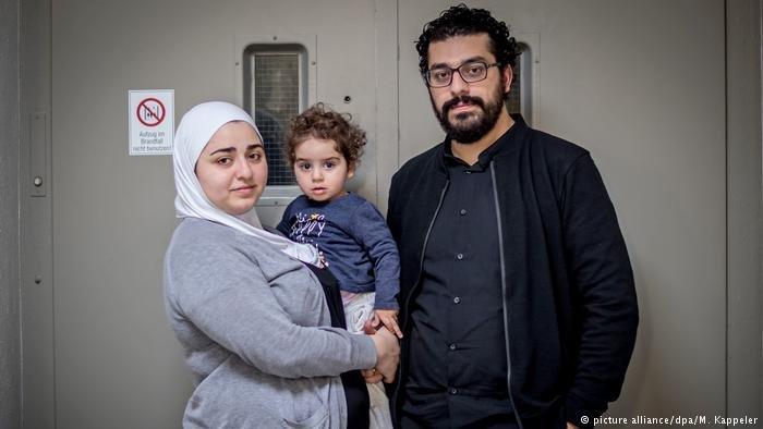 خالد رواس وعبير فرهود وابتهما ياسمين، رفعوا دعاوى قضائية في ألمانيا ضد ضباط مخابرات بسوريا