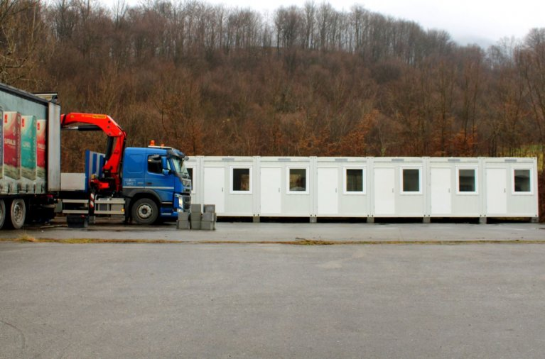 Pictures of the new container accomodation being prepared in the Blazuj site near Sarajevo in Bosnia & Herzegovina | Source: IOM Bosnia & Herzegovina Facebook site