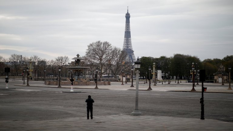 باريس فارغة بشكل شبه كامل بسبب الحجر الصحي. المصدر/ رويترز