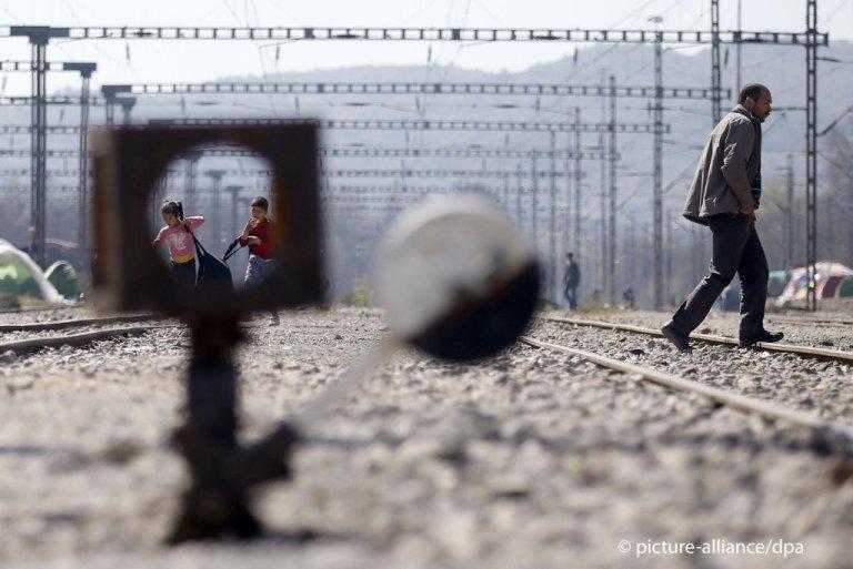 Des demandeurs d'asile à la frontière à Idomeni, au nord de la Grèce en 2016. Crédit : Picture alliance