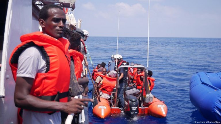 People rescued by the Lifeline ship | Photo: Picture-alliance/dpa