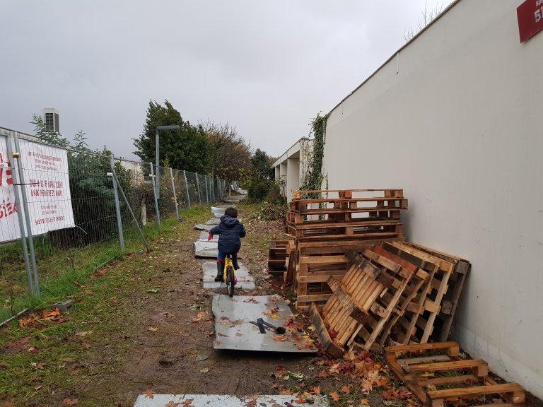 """Le squat de la """"Zone Libre"""" à Cenon, en banlieue de Bordeaux. Crédit : Anne-Diandra Louarn / InfoMigrants"""