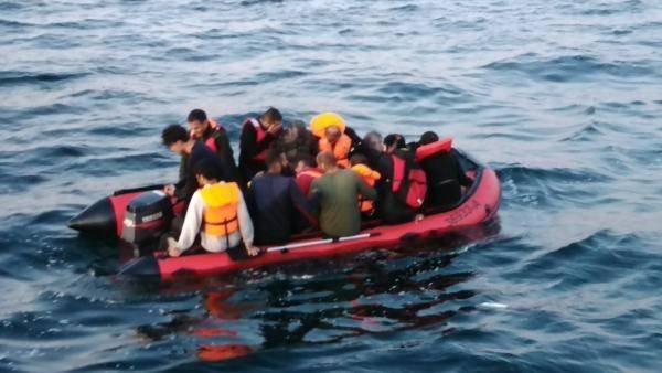 Des dizaines de migrants se trouvant sur des embarcations comme celle-ci ont été secourus dans la Manche ces derniers jours. Crédit : Gendarmerie maritime