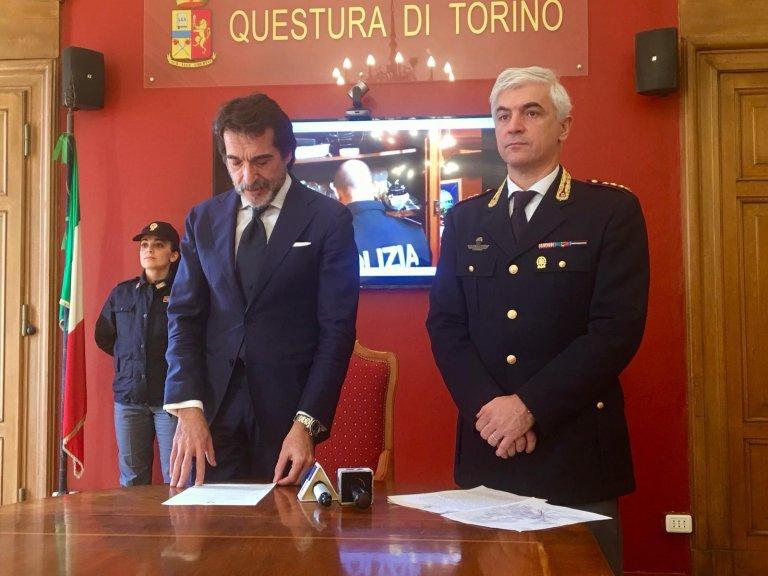 ANSA / مؤتمر صحفي لشرطة تورينو للإعلان عن تفكيك منظمة تهريب المهاجرين. المصدر: أنسا.