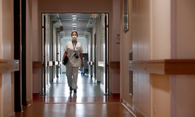 With France's health system strained due to the coronavirus crisis, dozens of migrants with health sector experience in their countries of origin have volunteered their services | Photo: REUTERS