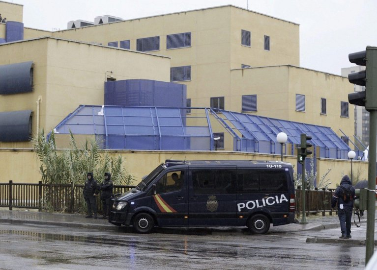 A police van standing in front of the Foreigner Internment Centre (CIE) in Madrid, Spain | Photo: EPA/PACO CAMPOS
