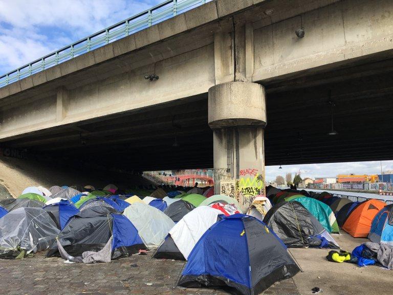 Environ 1 500 migrants vivent dans le camp dit du Millénaire, près de la porte de la Villette, dans le nord de Paris. Crédit : InfoMigrants
