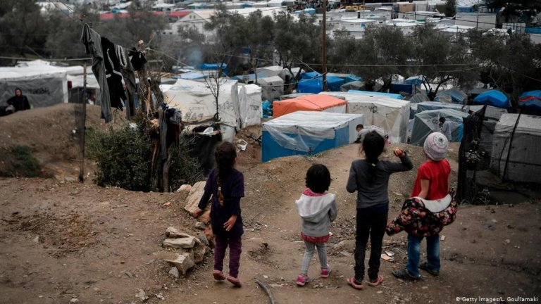 مهاجرون في مخيم موريا