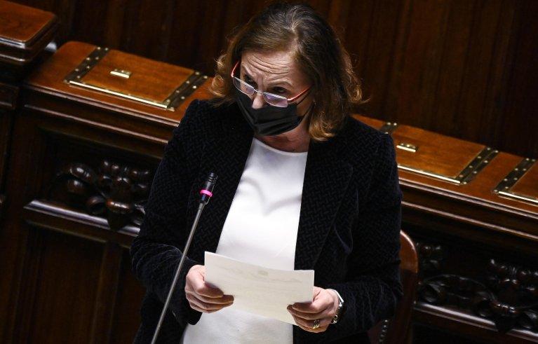 وزيرة الداخلية الإيطالية لوتشيانا لامورغيزي خلال جلسة استجواب في مجلس النواب الإيطالي. المصدر: أنسا / ريكاردو أنتيمياني.