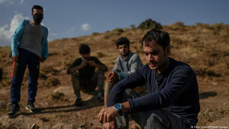 Afghan refugees have to cover thousands of kilometers before they arrive in Turkey | Photo: Ozan Kose/AFP/Getty Images (via DW)