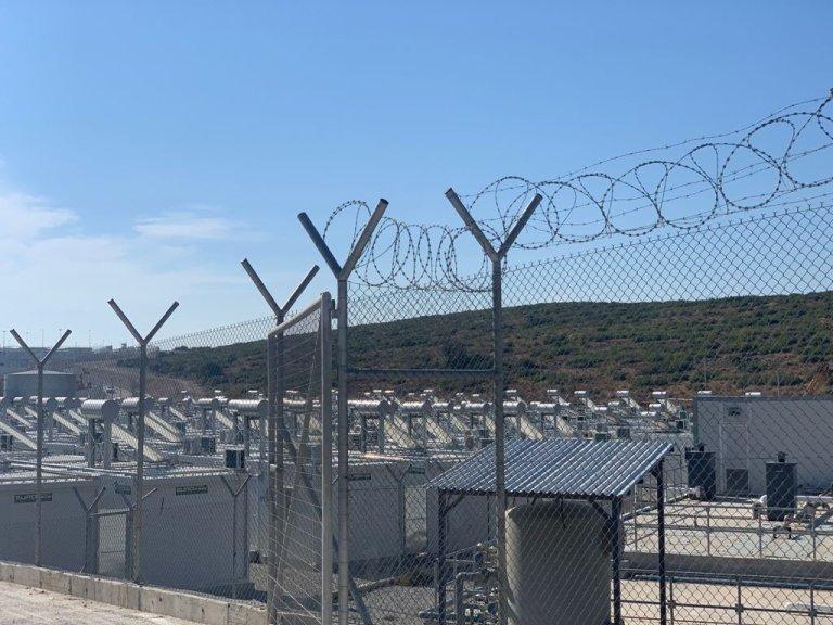 Le nouveau camp fermé de l'île de Samos a été inauguré le 18 septembre 2021. Crédit : MSF / Dora Vangi