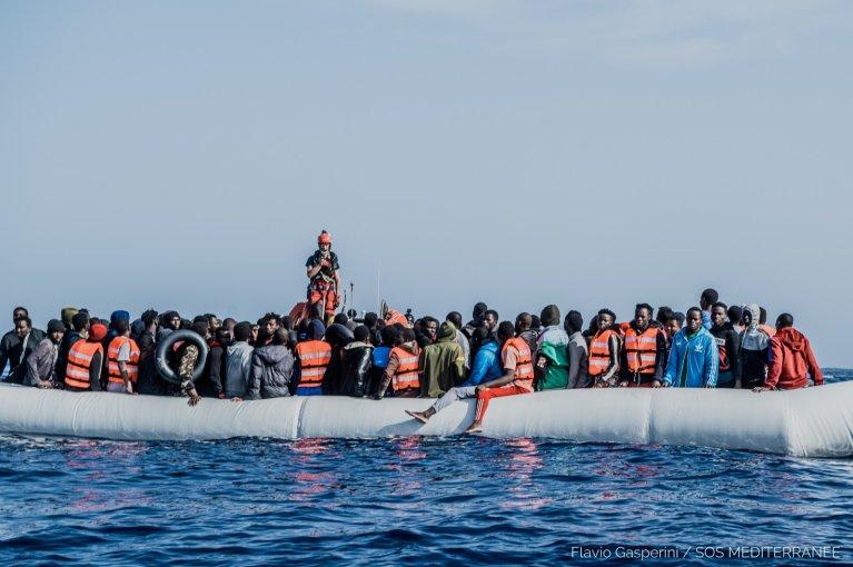 سفينة أوشن فايكنغ تنقذ قاربين مطاطين الثلاثاء 27 نيسان/أبريل Flavio Gasperini / SOS MEDITERRANEE