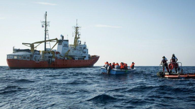 سفينة لغنقاذ المهاجرين في البحر المتوسط/ أرشيف