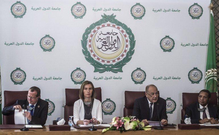 De gauche à droite: Martin Kobler, émissaire de l'ONU en Libye, Federica Mogherini, chef de la diplomatie européenne, Ahmed Abul-Gheit, secrétaire général de la Ligue arabe, Jakaya Kikwete, envoyé spécial de l'UA en Libye, au Caire ici le 18 mars 2017.