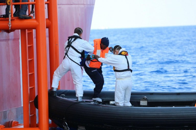 A handout photo made available by the NGO Doctors Without Borders (MSF) on 24 August 2019, showing a migrant leaving the NGO ship Ocean Viking to be taken to Malta, 23 August 2019 | Photo: EPA/HANNAH WALLACE BOWMAN / DOCTORS WITHOUT BORDERS