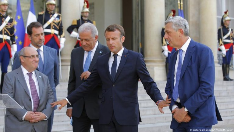 French President Emmanuel Macron and other ministers in Paris | Photo: Picture-alliance/AP Photo/M.Euler