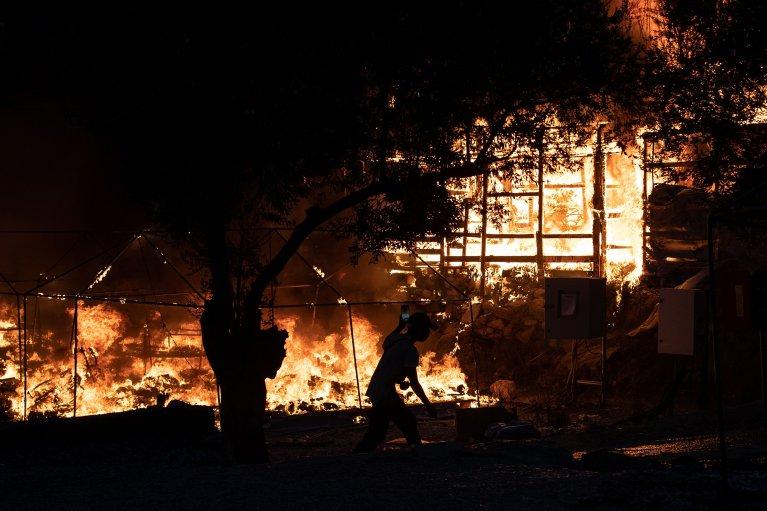 ۹ سپتمبر ۲۰۲۰، آتش سوزی در کمپ موریا به ویرانی کامل آن منجر شد./Reuters/Alkis Konstantinidis