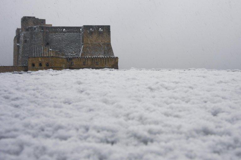 Snow at the Castel dell'Ovo, centrale Naples. Credit: ANSA/CIRO FUSCO