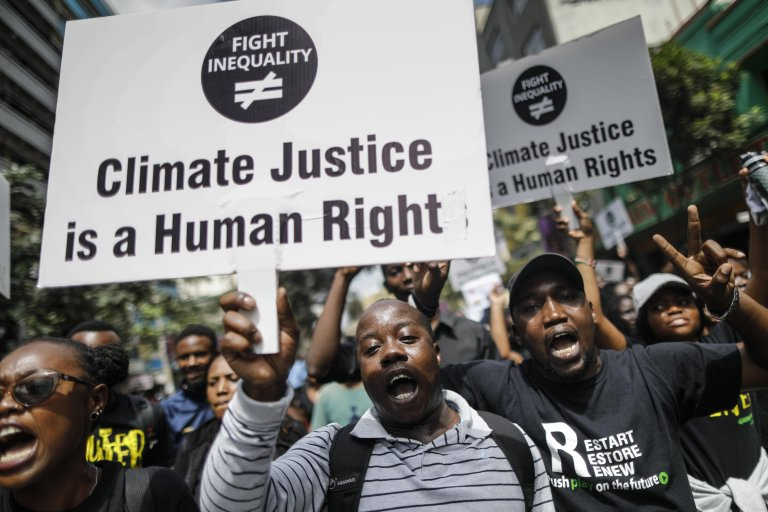 Activists hold up anti-climate change placards and shout slogans as they protest against inequality in Nairobi, Kenya, 17 January 2020| Photo: EPA/Dai Kuroka