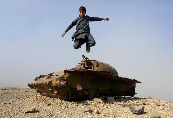 افغان ماشوم په جلال اباد ښار کې، فبروري ۲۰۱۹. کرېډېټ: رویترز، پرویز
