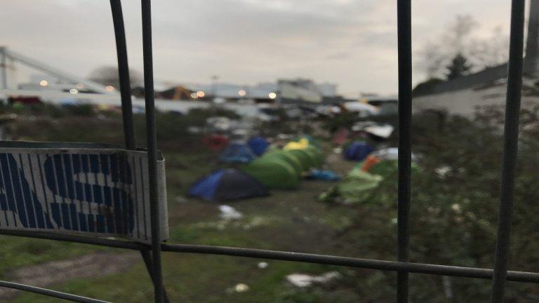 مخيم عشوائي يضم مهاجرين وطالبي لجوء في أوبرفيلييه شمال باريس. المصدر / موسى أبو زعنونة - مهاجر نيوز