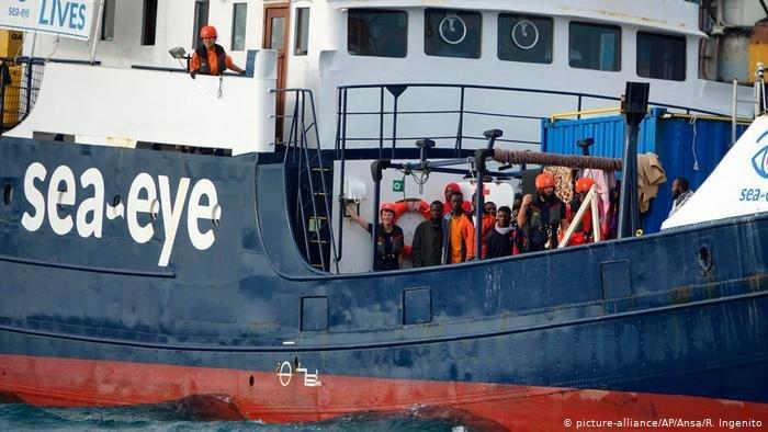 picture-alliance/AP/Ansa/R. Ingenito |سفينة آلان كردي الألمانية