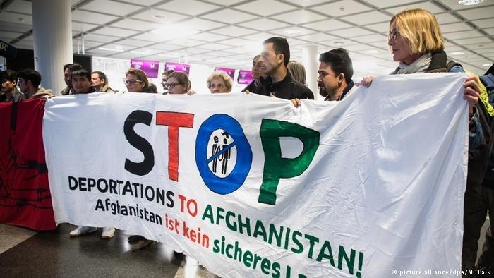 تظاهرات در آلمان برای توقف اخراج پناهجویان افغان به کشور شان. عکس از پیکچر الیانس