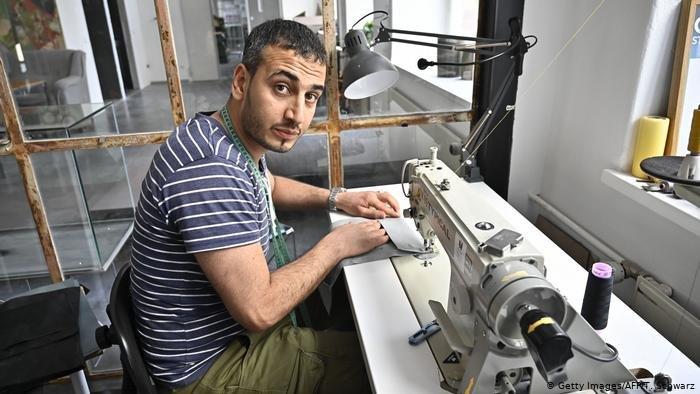 خالدون الحسین، پناهجوی ۲۴ ساله سوریایی که حالا در برلین زندگی میکند.