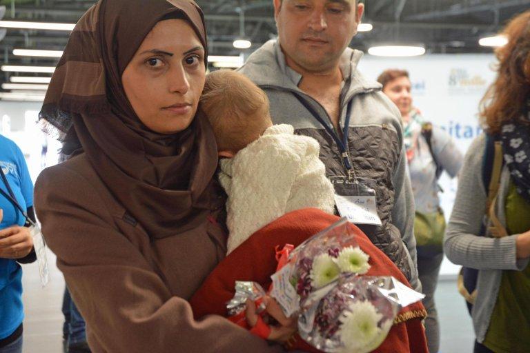ANSA / لاجئون سوريون يصلون إلى مطار ليوناردو دافينشي في فيوميتشينو بروما. المصدر: أنسا/ تلي نيوز.