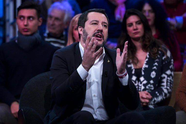 """ماتيو سالفيني وزير الداخلية الإيطالي أثناء حديث على قناة """"أر إي تي إي 4"""". المصدر: أنسا"""