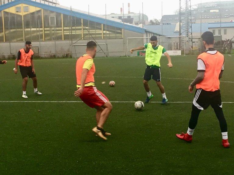 En Autriche, à Vienne, l'équipe de foot de réfugiés syriens Amouda s'entraîne trois fois par semaine sur un terrain prêté par la municipalité. Crédit : InfoMigrants