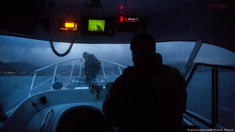 Frontex patrols the coast of Lesbos, 2015 / Photo: picture alliance/S. Palacios