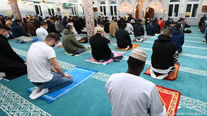 بحسب الدراسة يترواح عدد المسلمين في ألمانيا بين 3,5 و5,6 مليون شخص