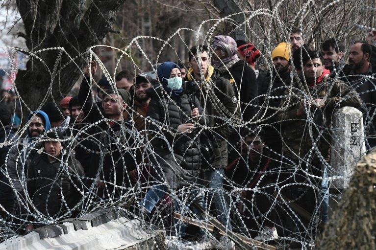 هزاران تن از مهاجران در مرز یونان تجمع کرده اند.