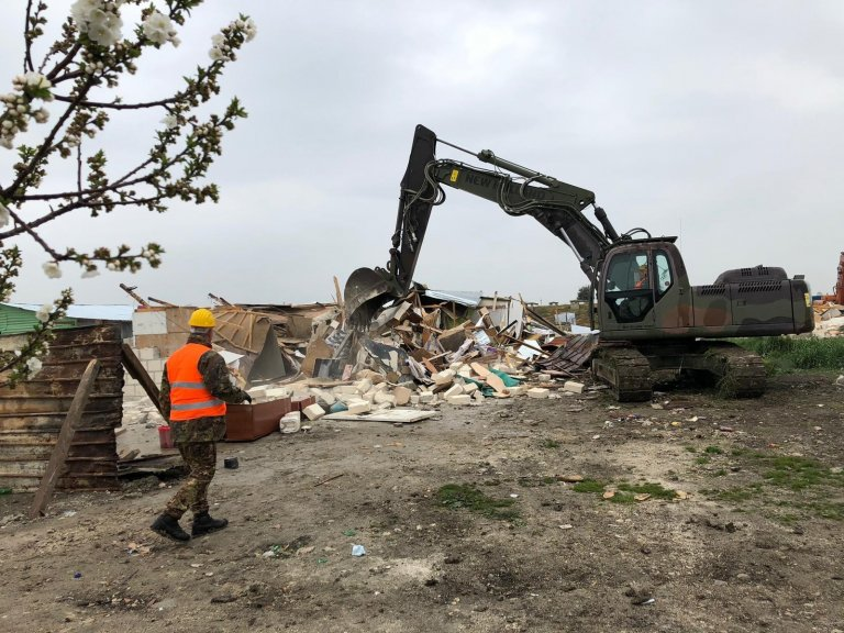 Bulldozers demolishing shacks used by migrants near Foggia | PICTURE: ANSA