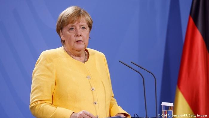 انگلا مرکل صدراعظم آلمان در جریان کنفرانس مطبوعاتی اش در مورد بحران افغانستان در برلین (۱۶ آگست ۲۰۲۱)