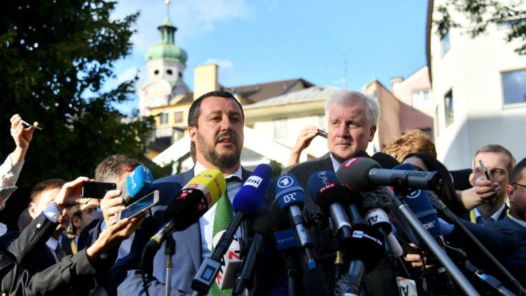 Barbara Gindl, APA, AFP  Les ministres de l'Intérieur italien et allemand, Matteo Salvini et Horst Seehofer, le 11 juillet 2018, font une déclaration à la presse à la veille de la réunion des 28 consacrée à l'immigration.