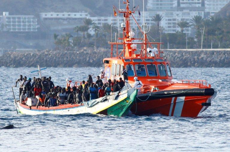 129 migrants sont secourus par les garde-côtes espagnols dans le port d'Arguineguin, sur l'île de Grande Canarie, le 2 novembre 2020. Crédit : Reuters