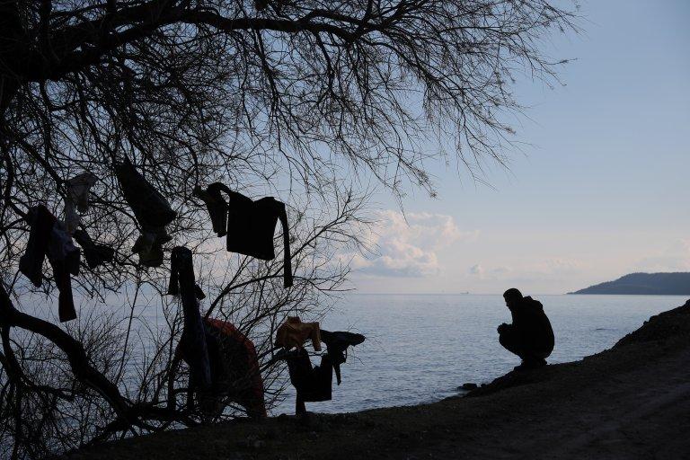 له ارشیف څخه: یو کډوال د لېسبوس ټاپو په سکالا سیکامیاس ساحل کې. کرېډېټ: رویترز، کوستاس بالتاس، د مارچ ۶مه