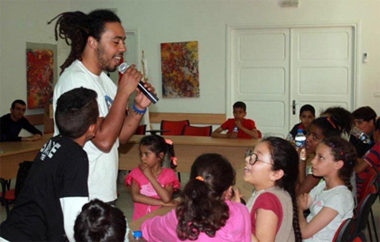 ANSA / أطفال لاجئون يشاركون في أحد الفصول الدراسية في تونس. المصدر: أسيلي.