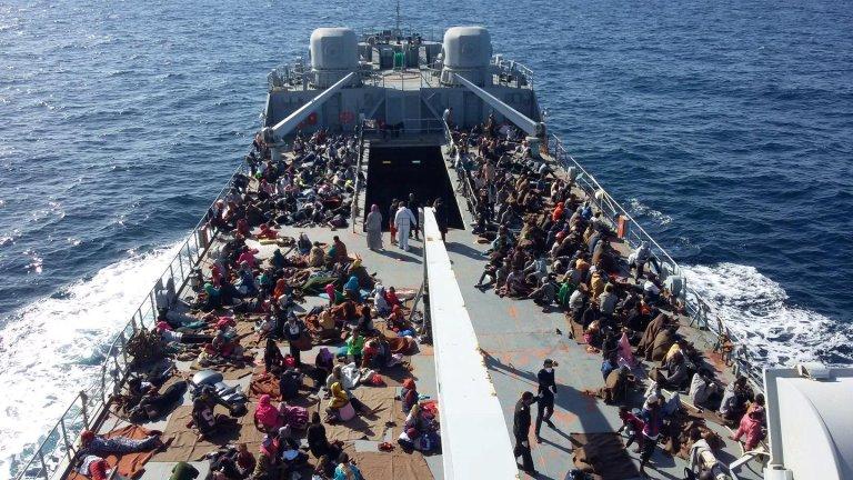 Media office of the Libyan Navy /Handout via REUTERS |Des migrants sauvés par les garde-côtes libyens, le 24 novembre 2017.