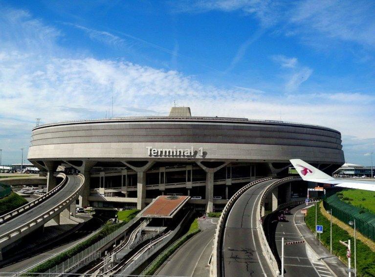 عکس تزئینی: ترمینل فرودگاه شارل دوگل در شمال پاریس. عکس از پیکسابی