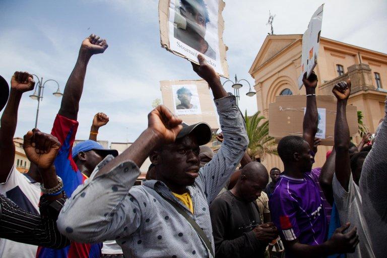 A scene from a protest by migrant farmworkers following the killing of Soumaila Sacko, a 29-year-old migrant from Mali, in San Ferdinando (Reggio Calabria) June 4, 2018 |Photo: ANSA/Marco Costantino